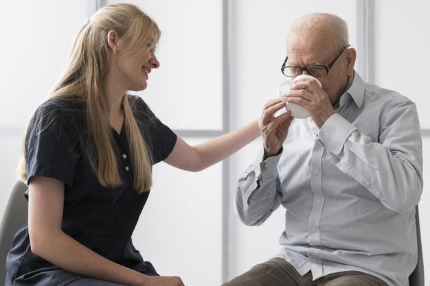 PRÉVENIR LES TROUBLES DE LA DÉGLUTITION – Chez la personne âgée